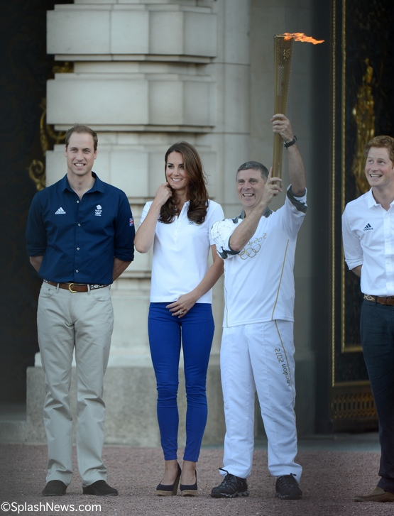 Kate in Zara & Stuart Weitzman for Torch Relay Visit to
