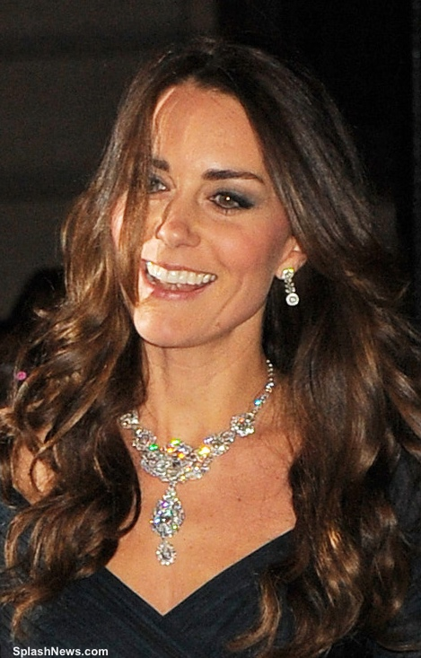 Kate Glitters In Queen S Diamond Necklace Amp Jenny Packham