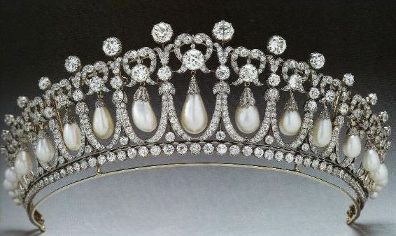the-1913-version-of-the-cambridge-lovers-knot-tiara-with-the-spikes-removed