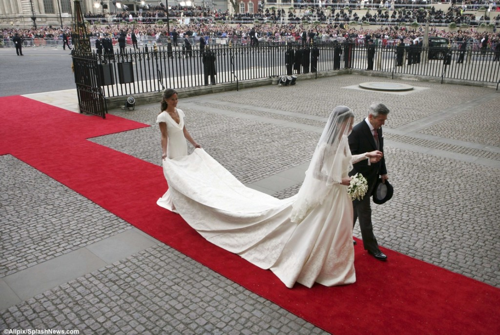 Kate Middleton in Wedding Gown Westminster Abbey Michael Middleton
