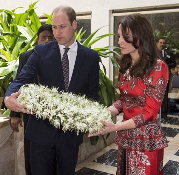 Kate William Placing Wreath Taj Palace Hotel April 10 2016 Red McQueen