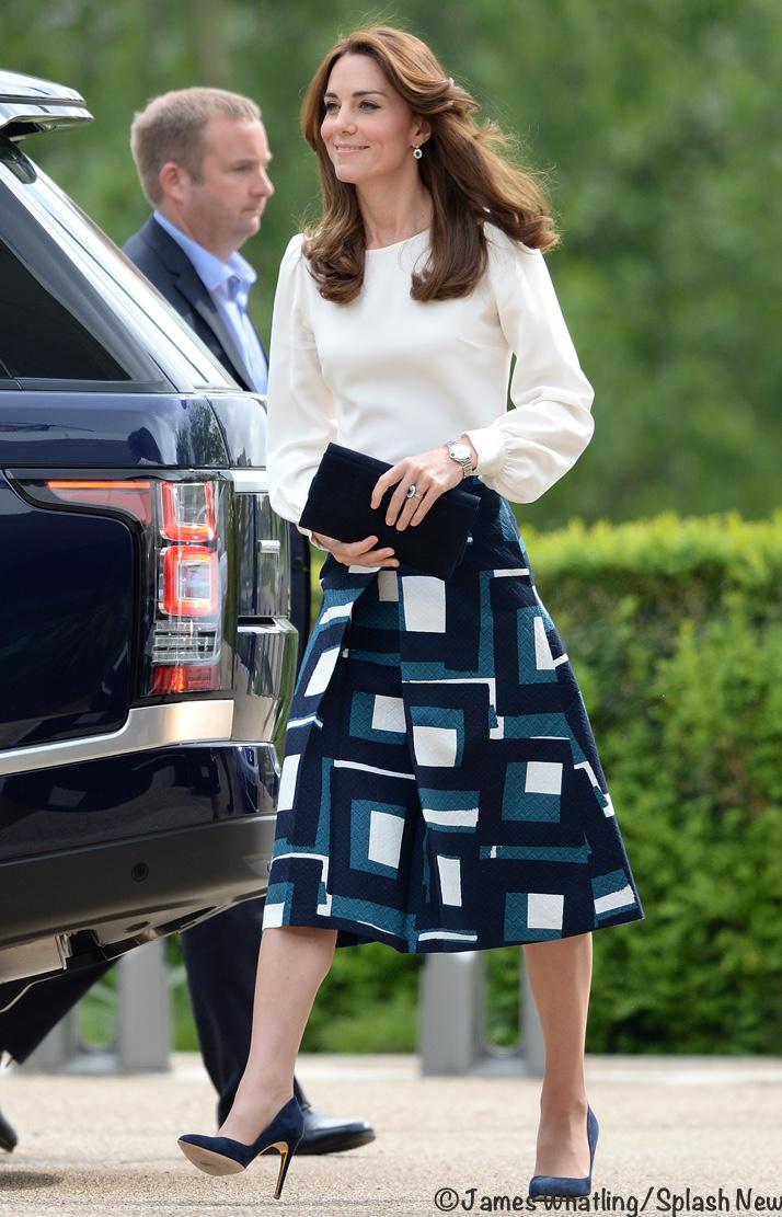 00b6ebaf It's Banana Republic & GOAT Fashion for the Duchess & The Return of a Kate  Classic