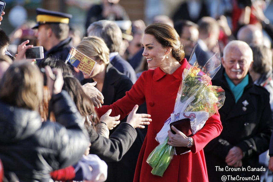 Kate day 5 canada sept 28 2016 red carolina herrera greeting crowds a return to red for the duchess as she debuts a carolina herrera design kate day 5 canada sept 28 2016 red carolina herrera greeting crowds via thecinc m4hsunfo