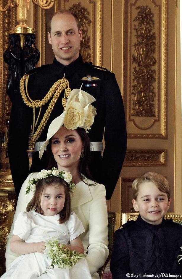 Official Wedding Photos.Official Wedding Photos Solve Mystery Of Kate S Coat Color
