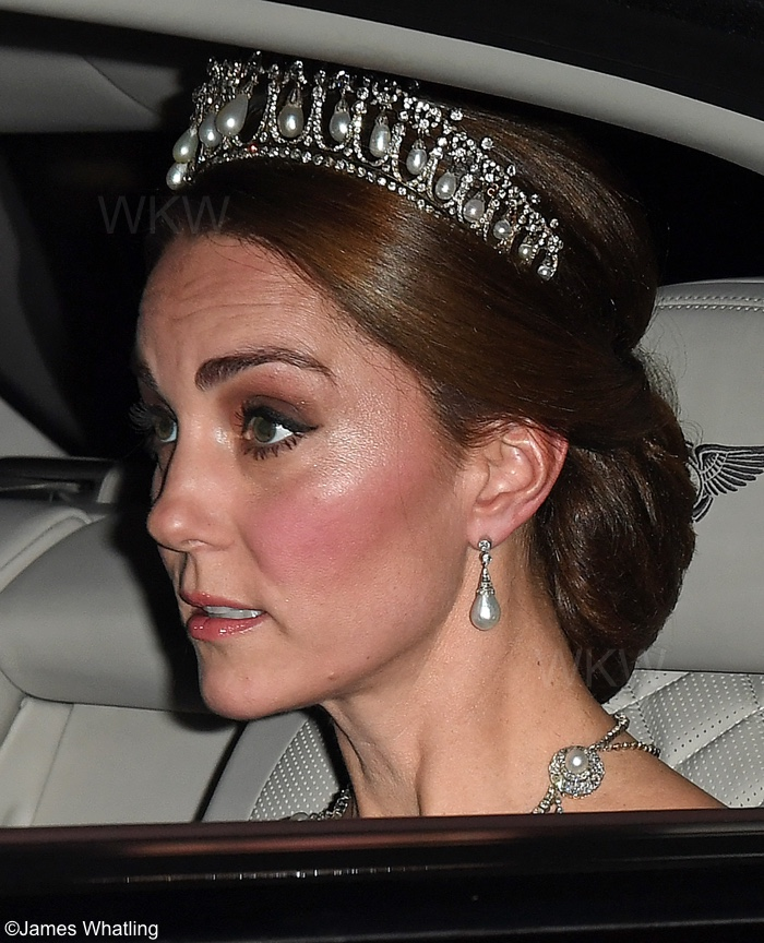 The Duchess dazzled as she arrived at Buckingham Palace for tonight s state  banquet. The evening is in honor of King Willem-Alexander and his wife  Queen ... 22bfabcde875a
