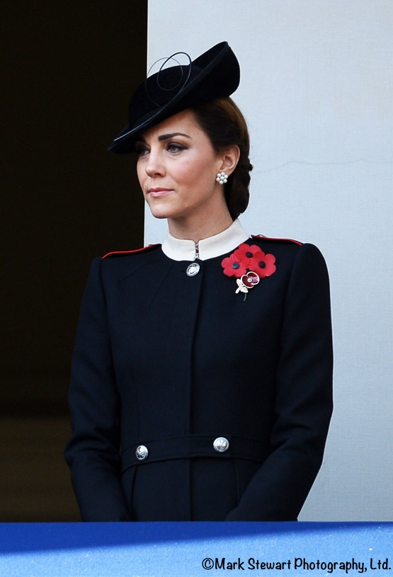 the duchess wears alexander mcqueen for historic remembrance sunday what kate wore what kate wore